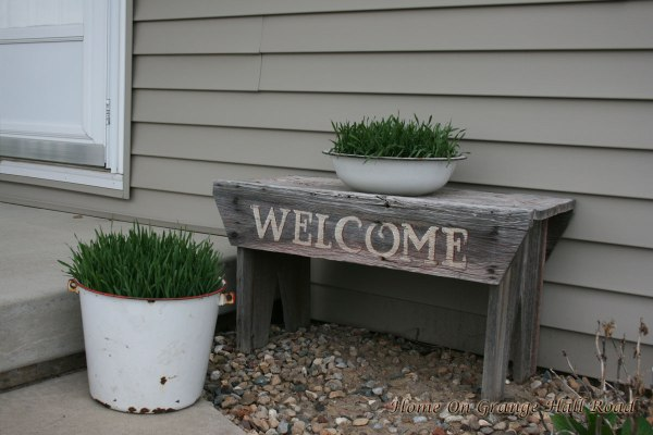 2-cans-welcome-bench